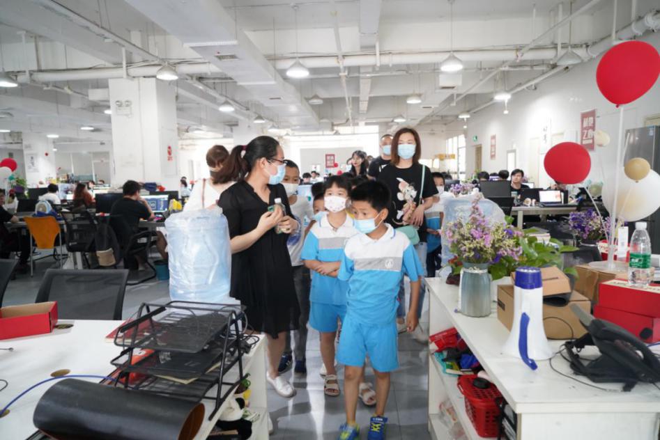 长沙高新区麓谷第二小学学生参观潭州在线成人视频