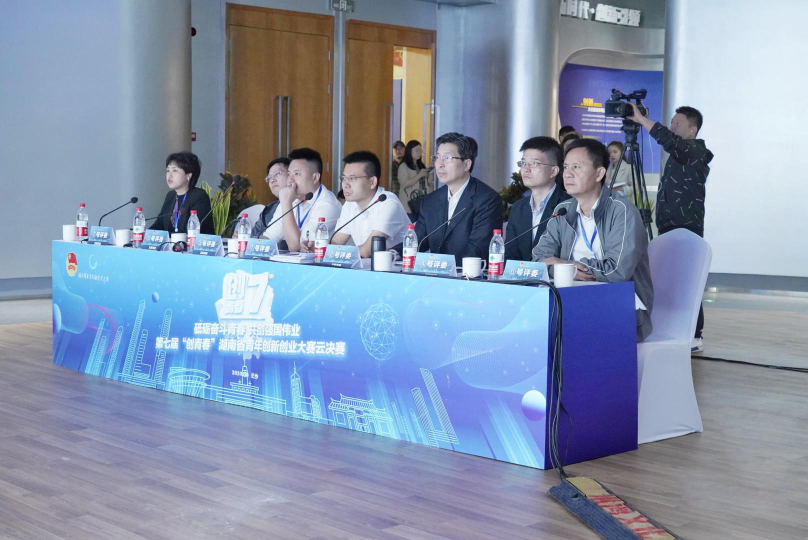 互联网组比赛现场(左一潭州教育董事长谢辉艳
